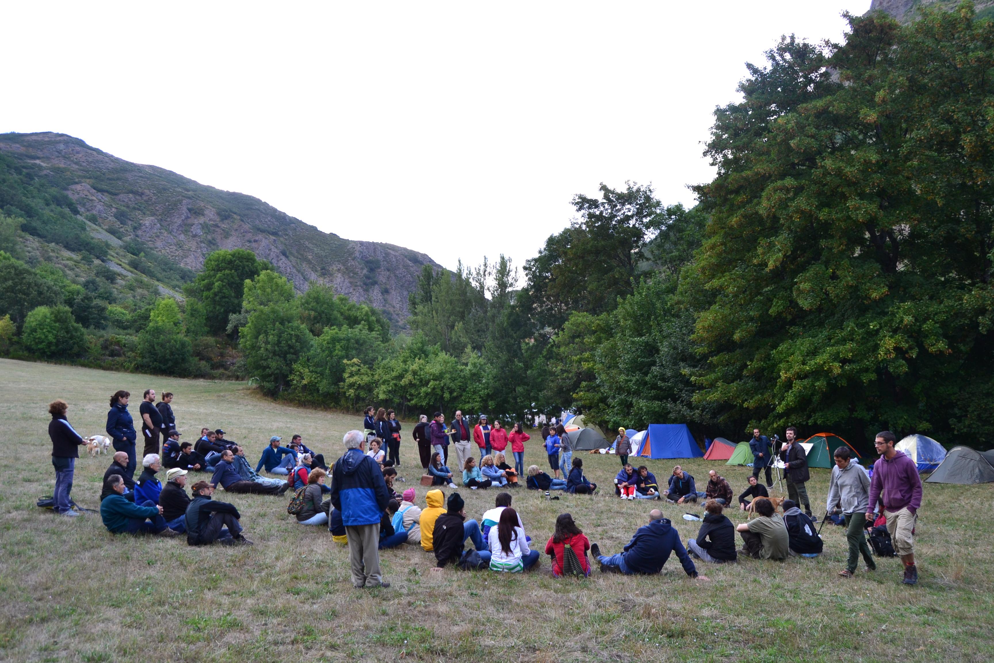 La acampada SOS Laciana no se va: nuevos grupos de trabajo