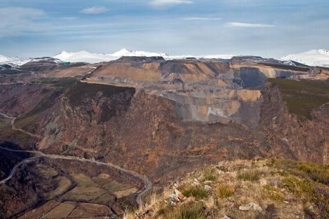 UGT y CCOO defienden la continuidad de las minas a cielo abierto